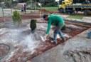 Câmara realiza reforma da praça com nova jardinagem e iluminação